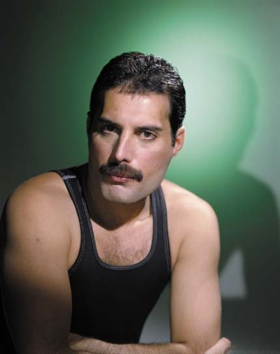 http://celebritydeath.files.wordpress.com/2007/11/freddie-mercury.jpg